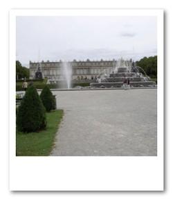 外観は質素なヘレンキームゼー城